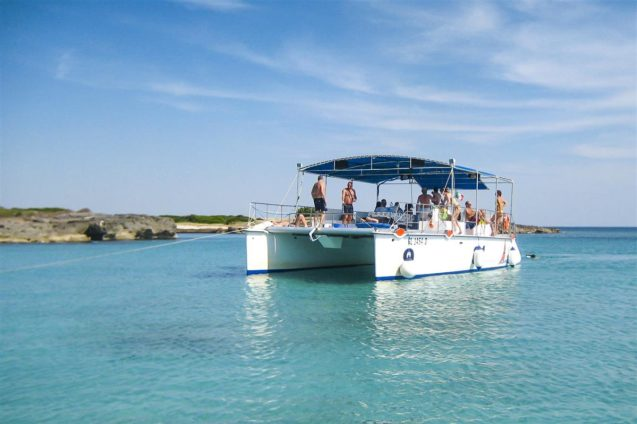 Discover the beautiful coast of Salento and its crystal-clear waters with boat trips and mini-cruises of Rive del Salento.